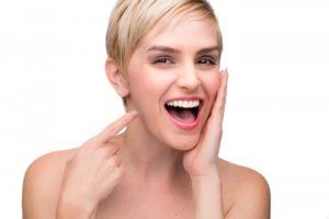 woman smiling with nice teeth